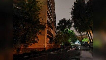 Многоэтажку в центре Воронежа затопило в ливень: дом обесточен