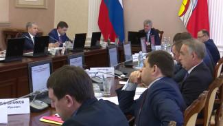 Воронежский губернатор поручил вывести зарплаты аграриев из тени