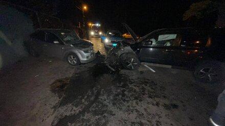 Три человека пострадали при столкновении иномарок в Воронеже
