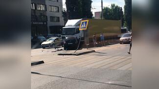 В Воронеже легковушка от удара вылетела на встречную: пострадала девушка