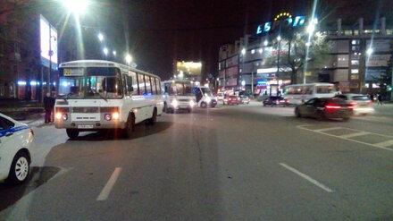 В центре Воронежа школьник попал под колёса маршрутки