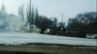 В Воронеже на Северном мосту горел автомобиль