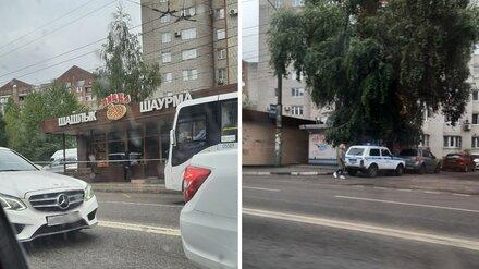 Снос пиццерии в Воронеже обернулся вызовом полиции с автоматами