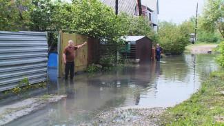 В Воронеже улица после ливня превратилась в зловонную реку
