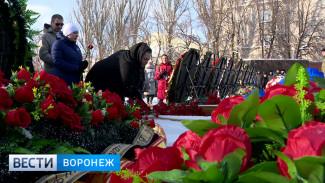 День красных гвоздик. В Воронеже отмечают 75-летие освобождения города