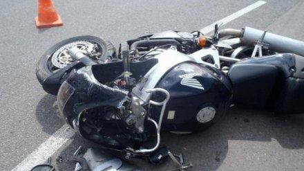 На воронежской трассе разбился врезавшийся в ограждение мотоциклист