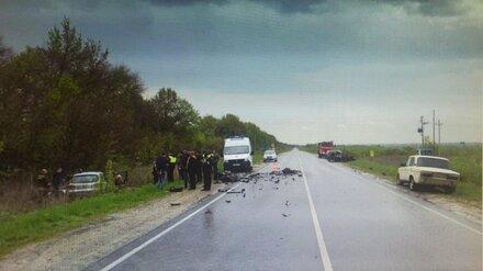 Появились фото с места ДТП с двумя погибшими водителями под Воронежем