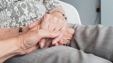 Ушедшая из дома без обуви воронежская пенсионерка провела ночь на улице