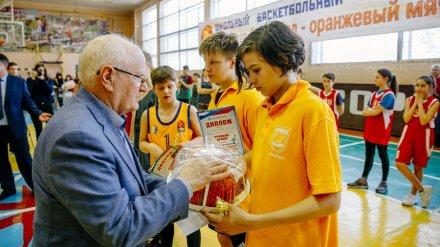 В Нововоронеж приехал именитый тренер по баскетболу Евгений Гомельский