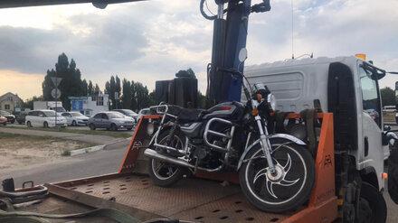 Байкера оштрафовали на 30 тысяч за езду по Воронежу без прав