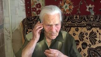 Воронежским ветеранам войны подарили мобильные телефоны с безлимитной связью