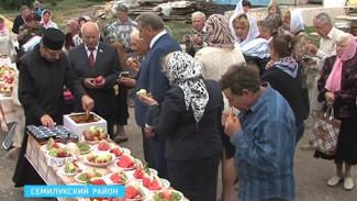 В Семилукском районе садоводы отметили любимый православный праздник - Яблочный спас
