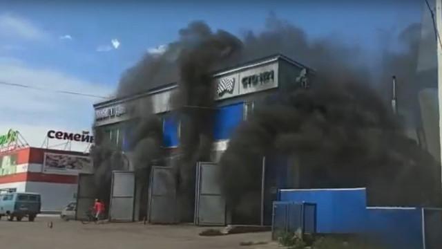 В Воронежской области станция техобслуживания вспыхнула вместе с машинами