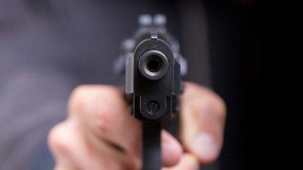 В Воронеже уволенный сотрудник магазина вернулся на работу с пистолетом ради бутылки рома