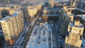 Воронежцы не хотят бросать машины у своего дома и требуют платную парковку