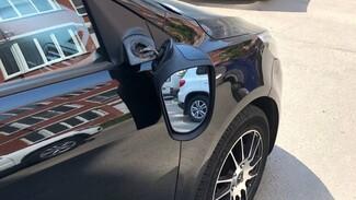 В Воронеже подростки на электросамокате протаранили припаркованную иномарку