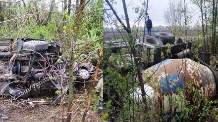 Полиция узнала личность водителя, погибшего под Воронежем в раздавленной бетономешалкой Lada