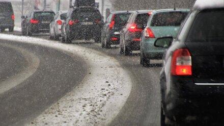 Из-за снегопада дороги Воронежа сковали 10-балльные пробки