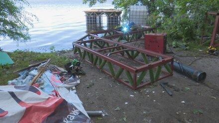В МЧС пригрозили штрафом за сплав плота с сотней собак по водохранилищу в Воронеже