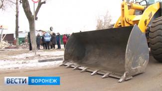 За живым щитом. Воронежцы пытаются спасти павильоны от демонтажа