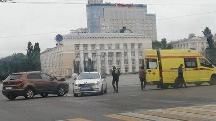 Появились подробности ДТП с такси на главной площади в Воронеже