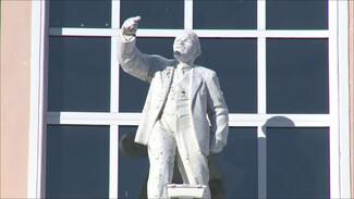В Воронеже задумались о замене статуи Ленина бюстом Петра I