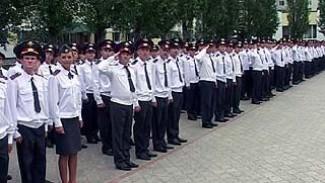 Выпускники института МВД получили лейтенантские погоны