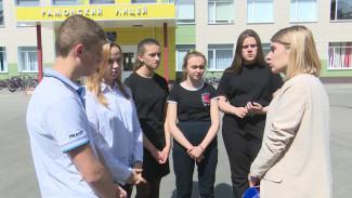 Одноклассники сбитой воронежской школьницы помогли выпросить светофор для перехода у «Града»