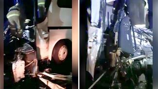 Воронежские спасатели показали на видео искорёженный после ДТП с фурой автобус