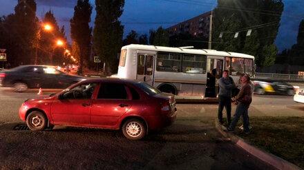 В Воронеже в ДТП с маршруткой пострадала пожилая пассажирка