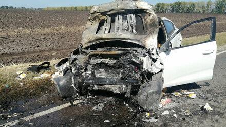 Под Воронежем в ДТП с пожаром один человек погиб и двое пострадали