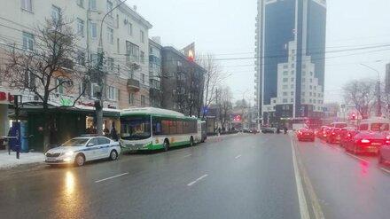 На Заставе в Воронеже столкнулись автобусы: два человека ранены