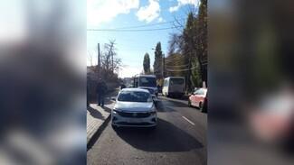 Пассажирка маршрутки пострадала в массовом ДТП в Воронеже