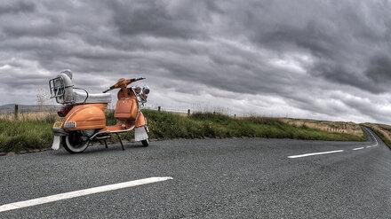 В Воронежской области автомобилистка насмерть сбила 67-летнюю пенсионерку на скутере