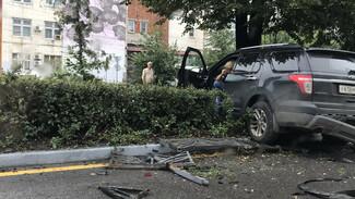 В центре Воронежа кроссовер вылетел на тротуар и сбил пенсионерку