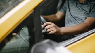 В Воронеже у таксиста за рулём случился инсульт
