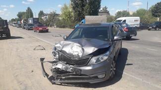 На воронежской трассе Kia влетел в остановившийся Renault: 2 женщины в больнице