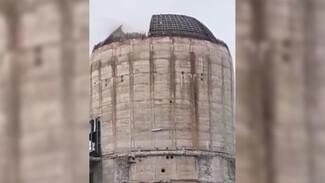 Обвал половины купола легендарной ВАСТ в Воронеже сняли на видео
