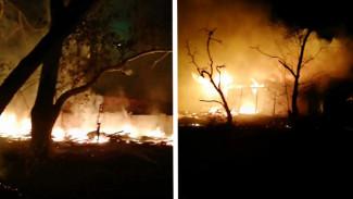 В Воронеже на видео попал крупный пожар на складе, который спасатели тушили 4 часа