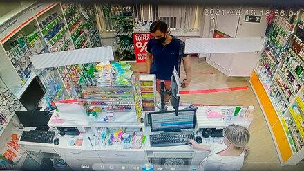 В Воронеже парень расплачивался в супермаркетах и аптеках фальшивыми купюрами