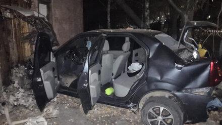 В Воронежской области иномарка протаранила забор: водитель в больнице