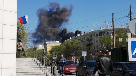 Часть Левого берега Воронежа окутало чёрным дымом из-за загоревшегося на заводе каучука
