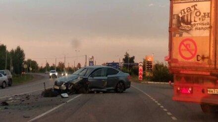 Одна женщина погибла и две пострадали в лобовом столкновении легковушек под Воронежем