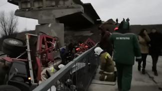 Появилось видео с места обрушения моста в Воронежской области, где пострадали 6 человек