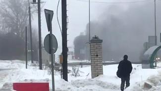 Под Воронежем у поста ГИБДД сгорела фура: видео появилось в сети