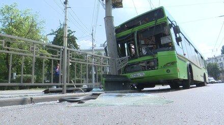 В Воронеже установили личности пострадавших в ДТП со влетевшим в столб автобусом