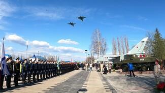 Под Воронежем на церемонии открытия памятника Су-24М устроили авиашоу