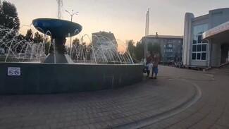Жители оставшейся на 3 дня без воды Россоши с вёдрами пришли к фонтанам: появилось видео