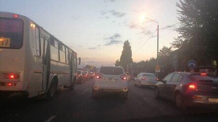 Выезд из Воронеже встал в километровую пробку будним вечером