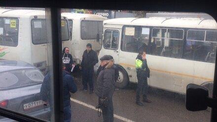 В Воронеже на остановке произошло ДТП с 3 маршрутками